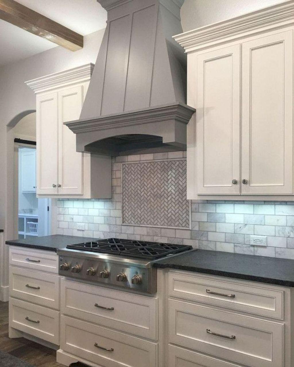 Lovely Grey White Kitchen Design Ideas 02