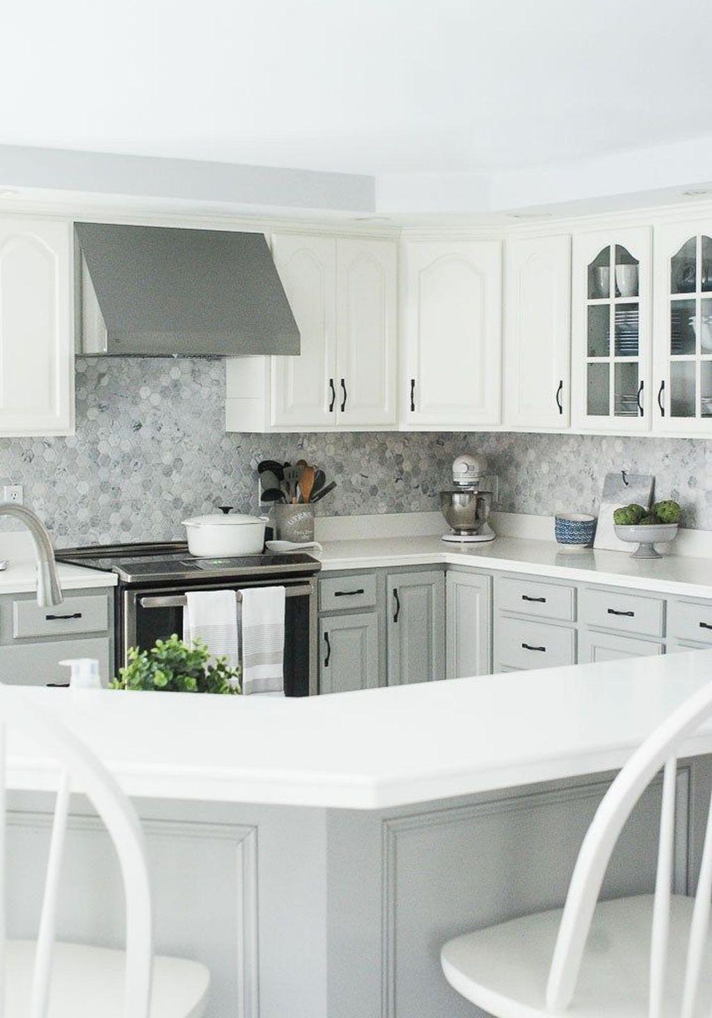 Lovely Grey White Kitchen Design Ideas 23