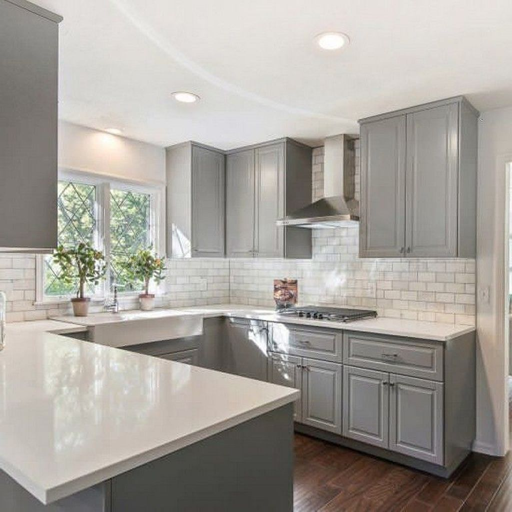 Lovely Grey White Kitchen Design Ideas 28