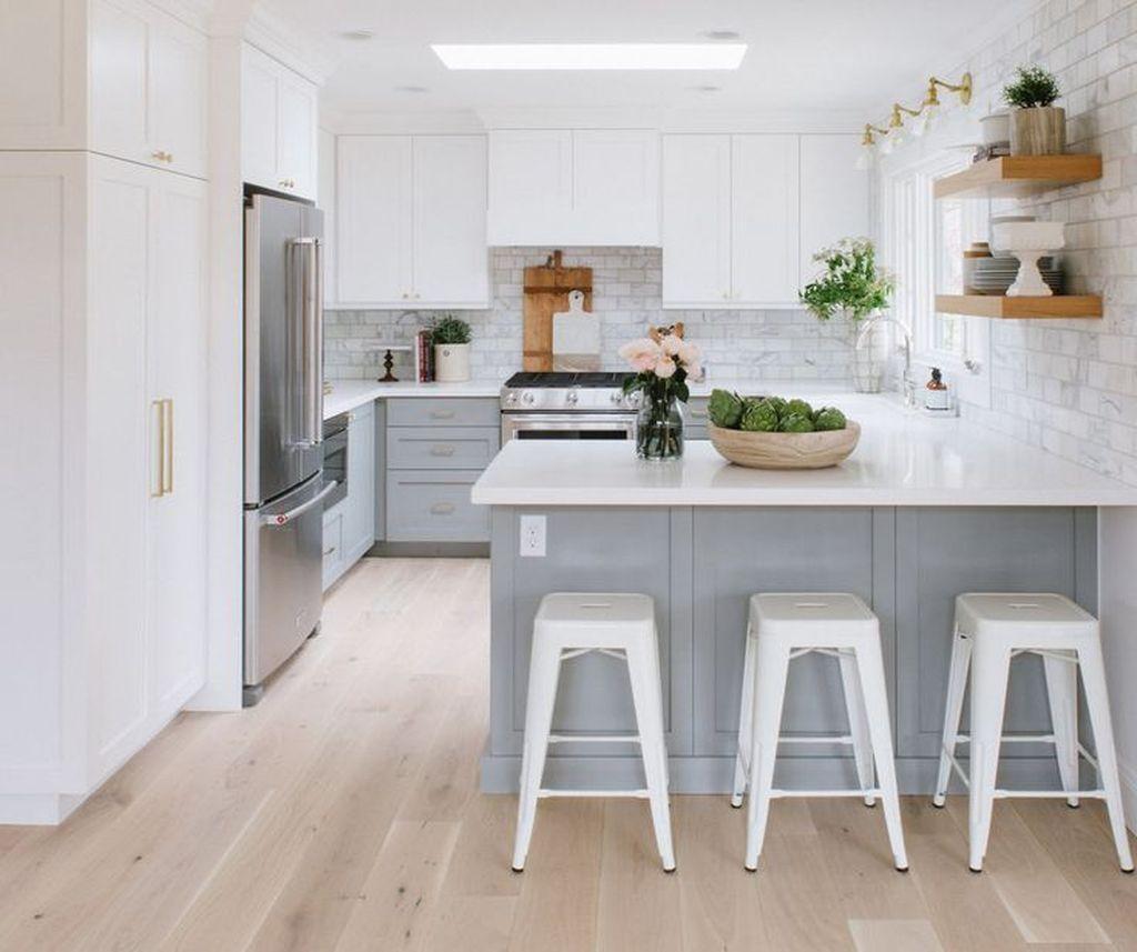 Lovely Grey White Kitchen Design Ideas 34