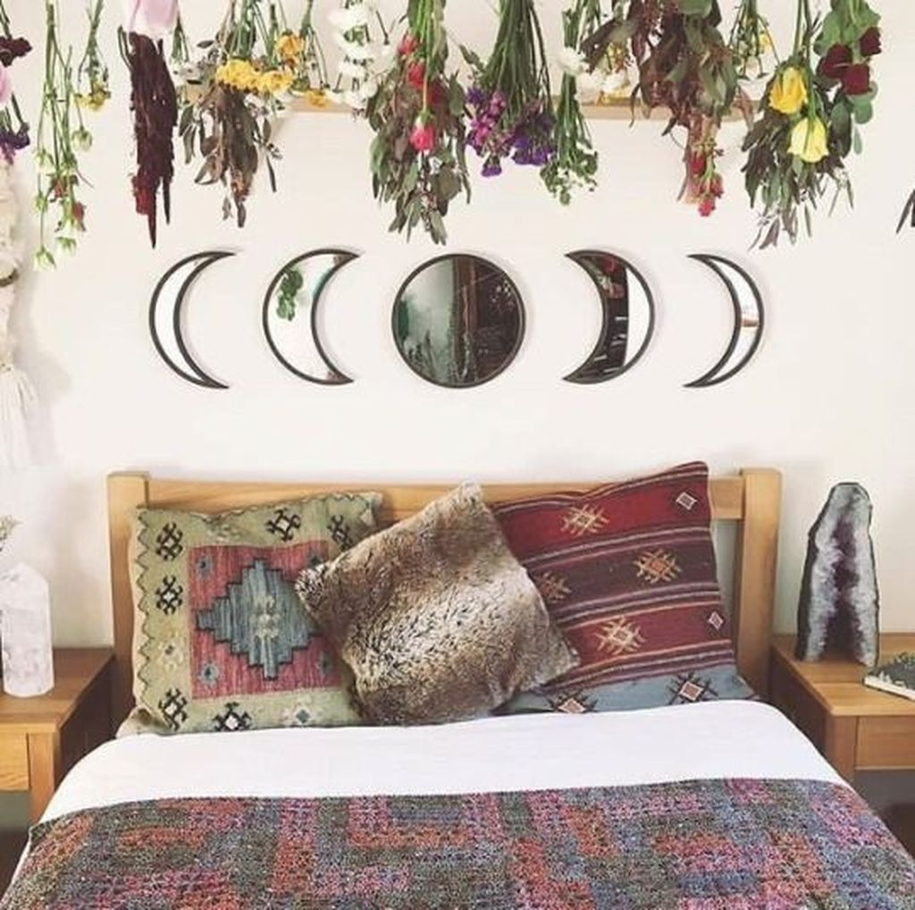 Lovely Moon Decor Ideas For Beautiful Home Decoration 04