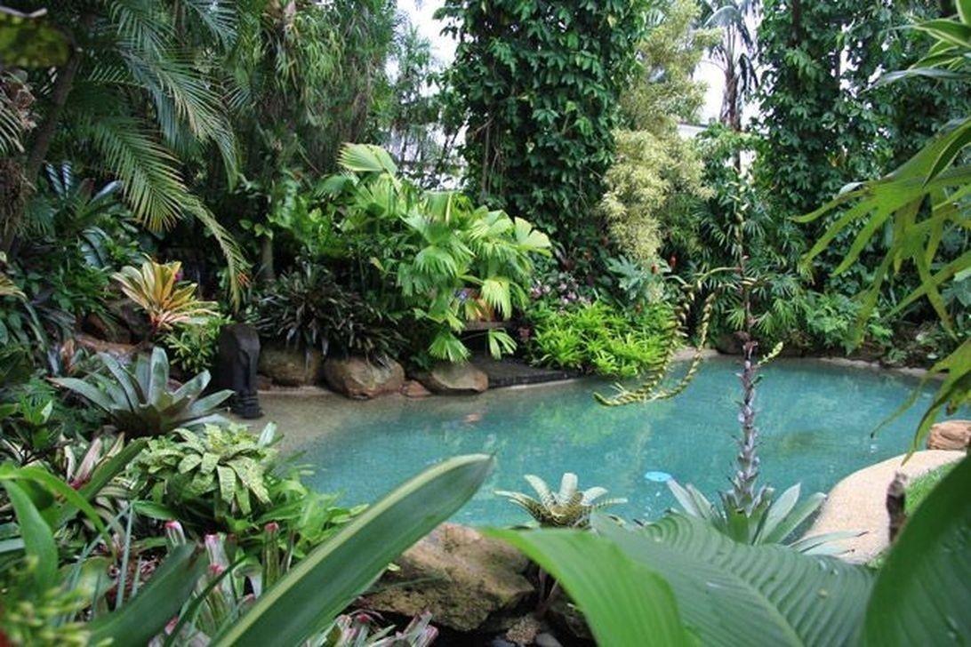 Lovely Tropical Garden Design Ideas 03
