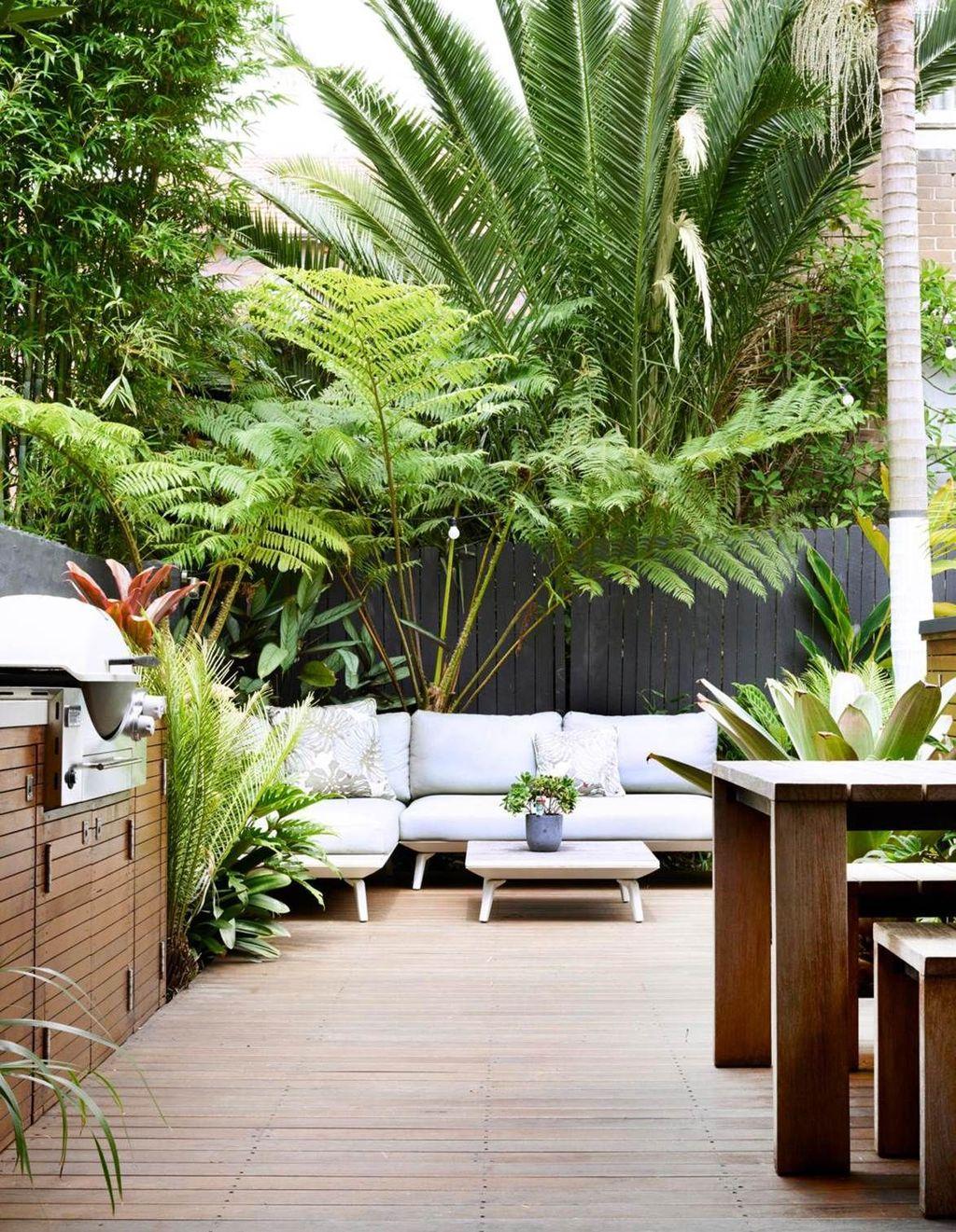 Lovely Tropical Garden Design Ideas 22