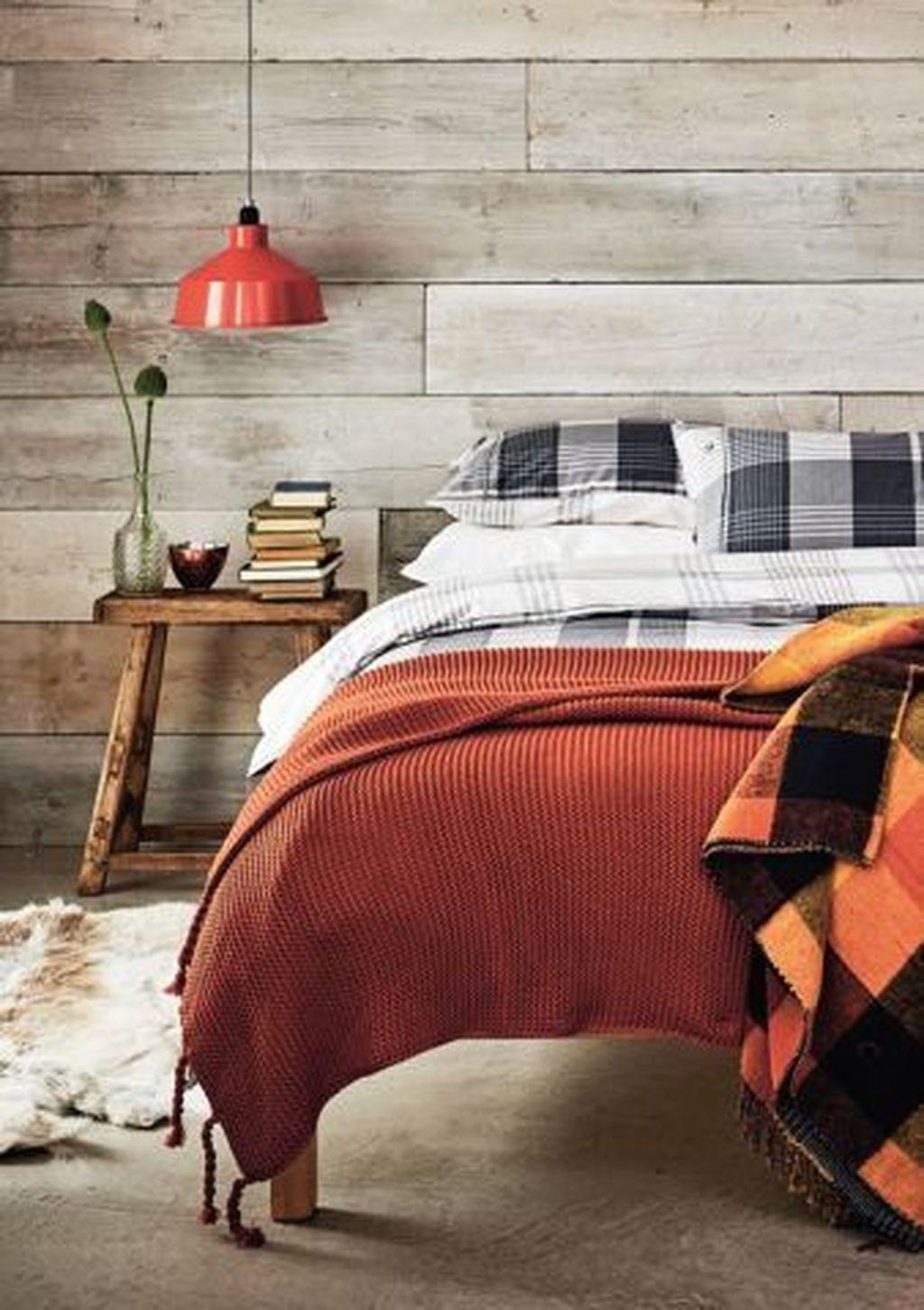 Nice Fall Bedroom Decor Ideas 33