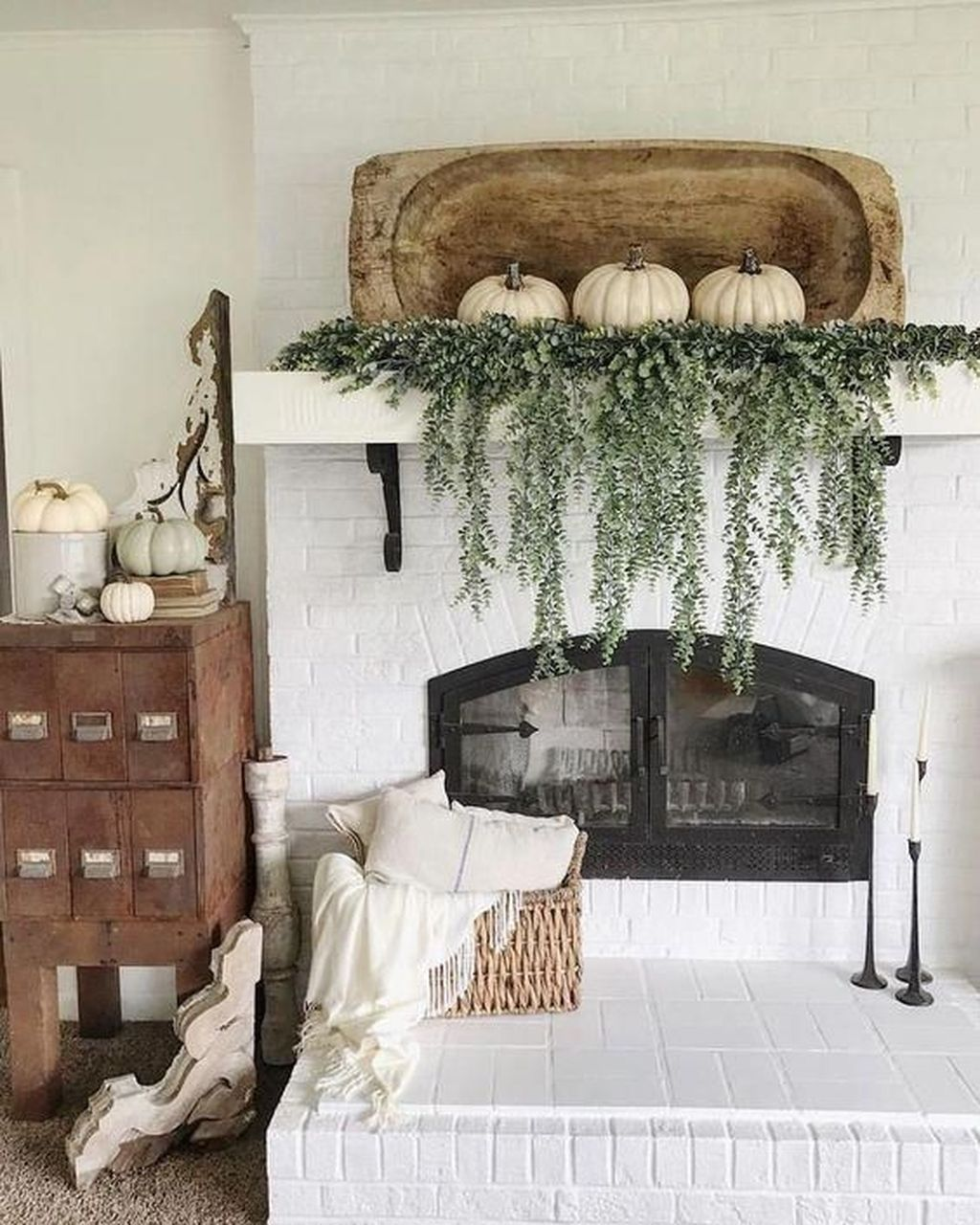 Popular Fall Fireplace Decoration Ideas 24