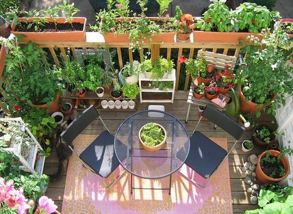 Stunning Apartment Garden Design Ideas 02