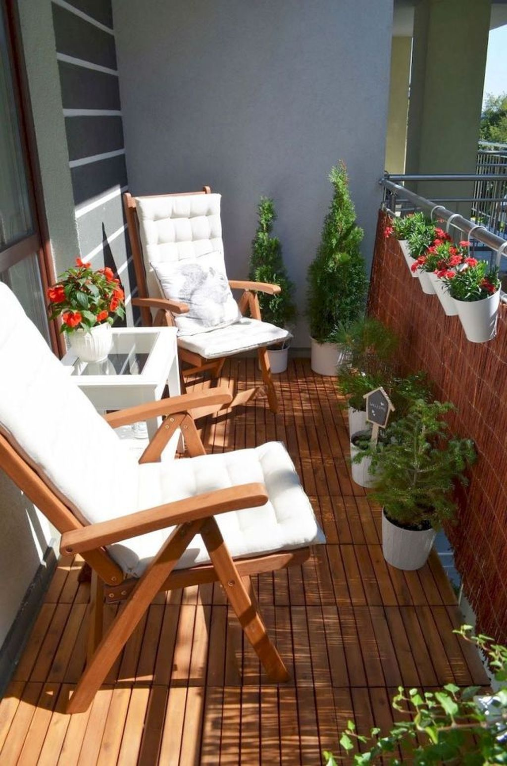 Stunning Apartment Garden Design Ideas 16