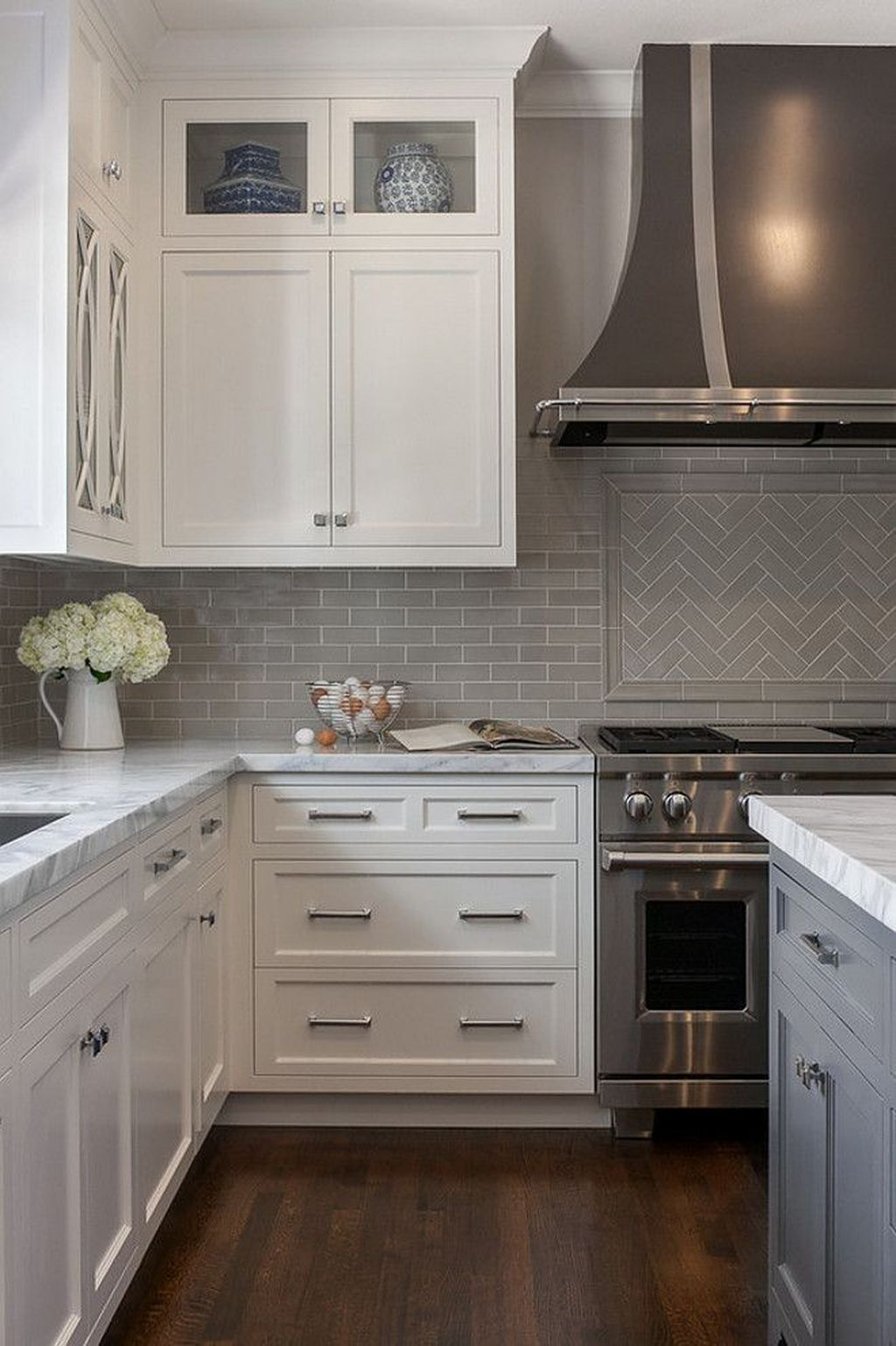Stunning Glass Backsplash Kitchen Ideas 18