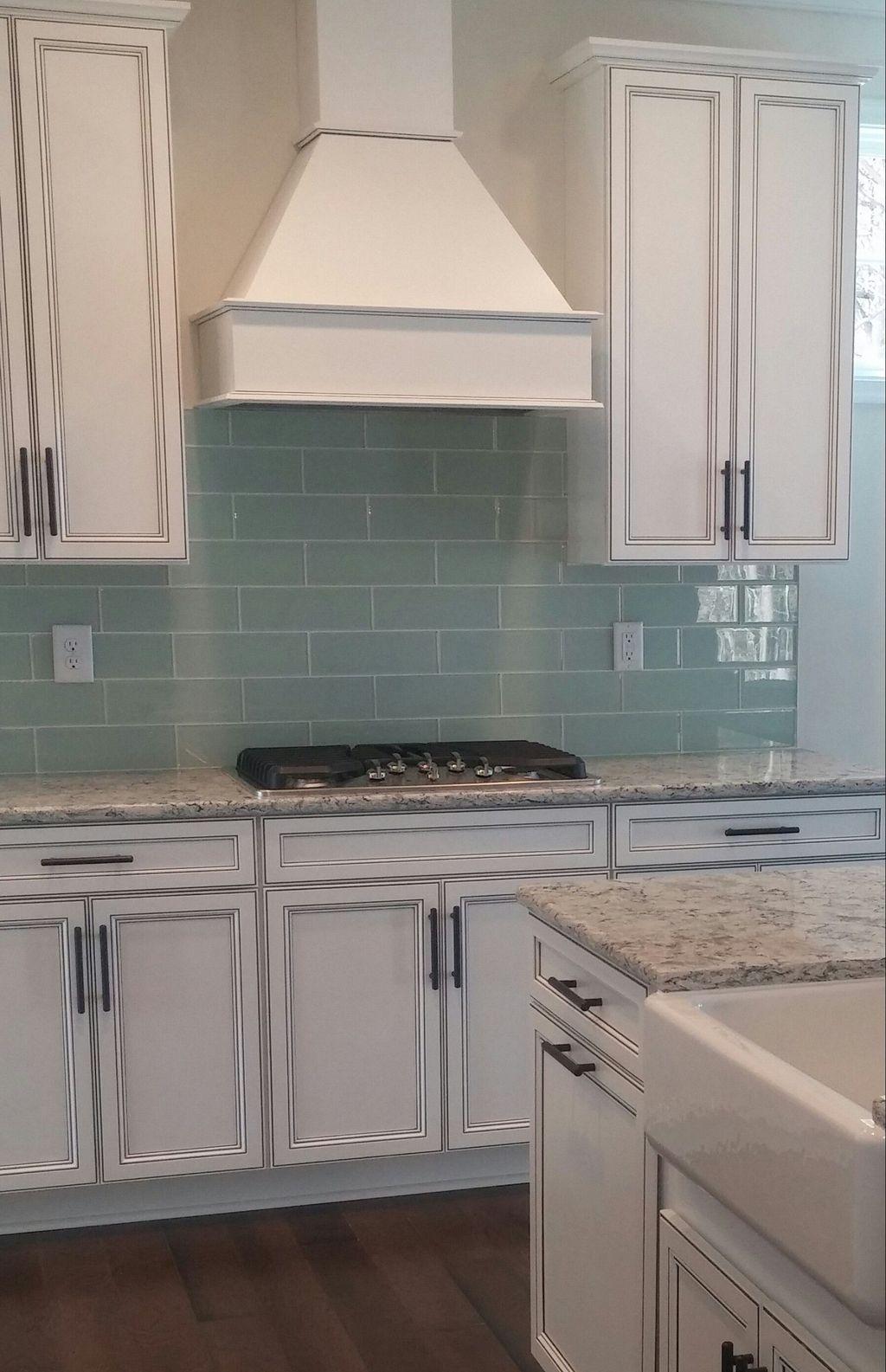 Stunning Glass Backsplash Kitchen Ideas 26