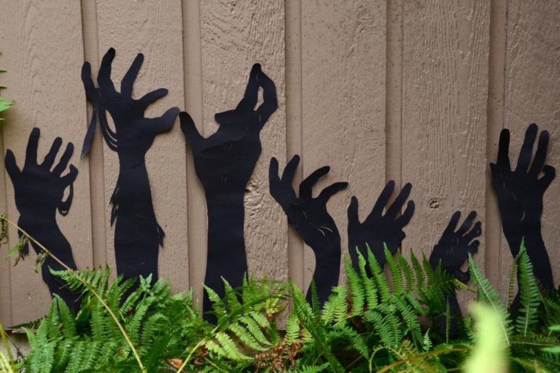 The Best Halloween Garden Decor Ideas 21
