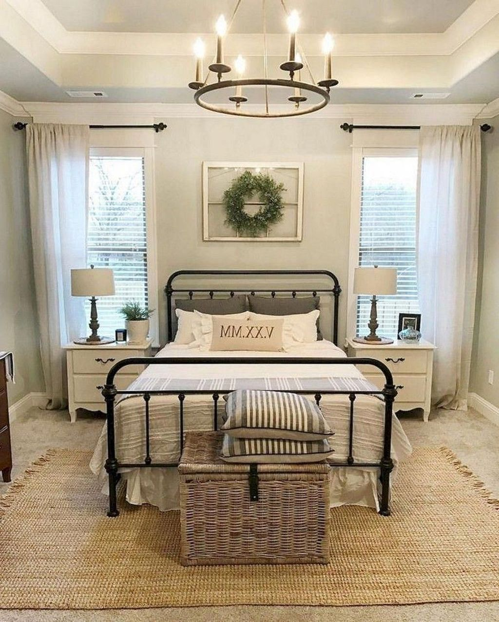 The Best Small Master Bedroom Design Ideas WIth Farmhouse Style 02