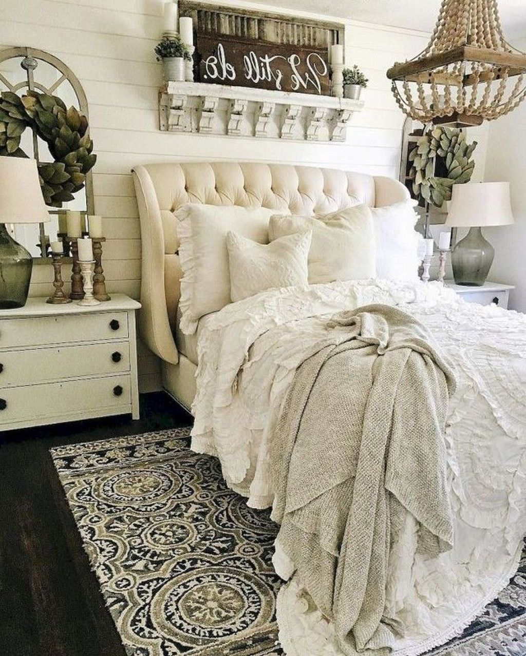 The Best Small Master Bedroom Design Ideas WIth Farmhouse Style 10