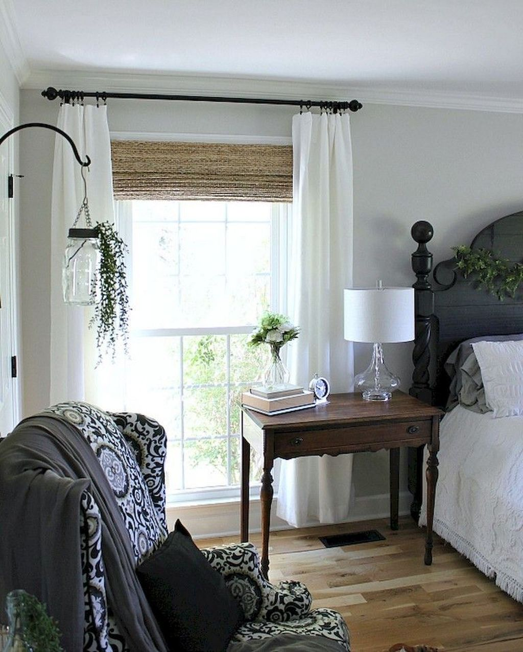 The Best Small Master Bedroom Design Ideas WIth Farmhouse Style 12