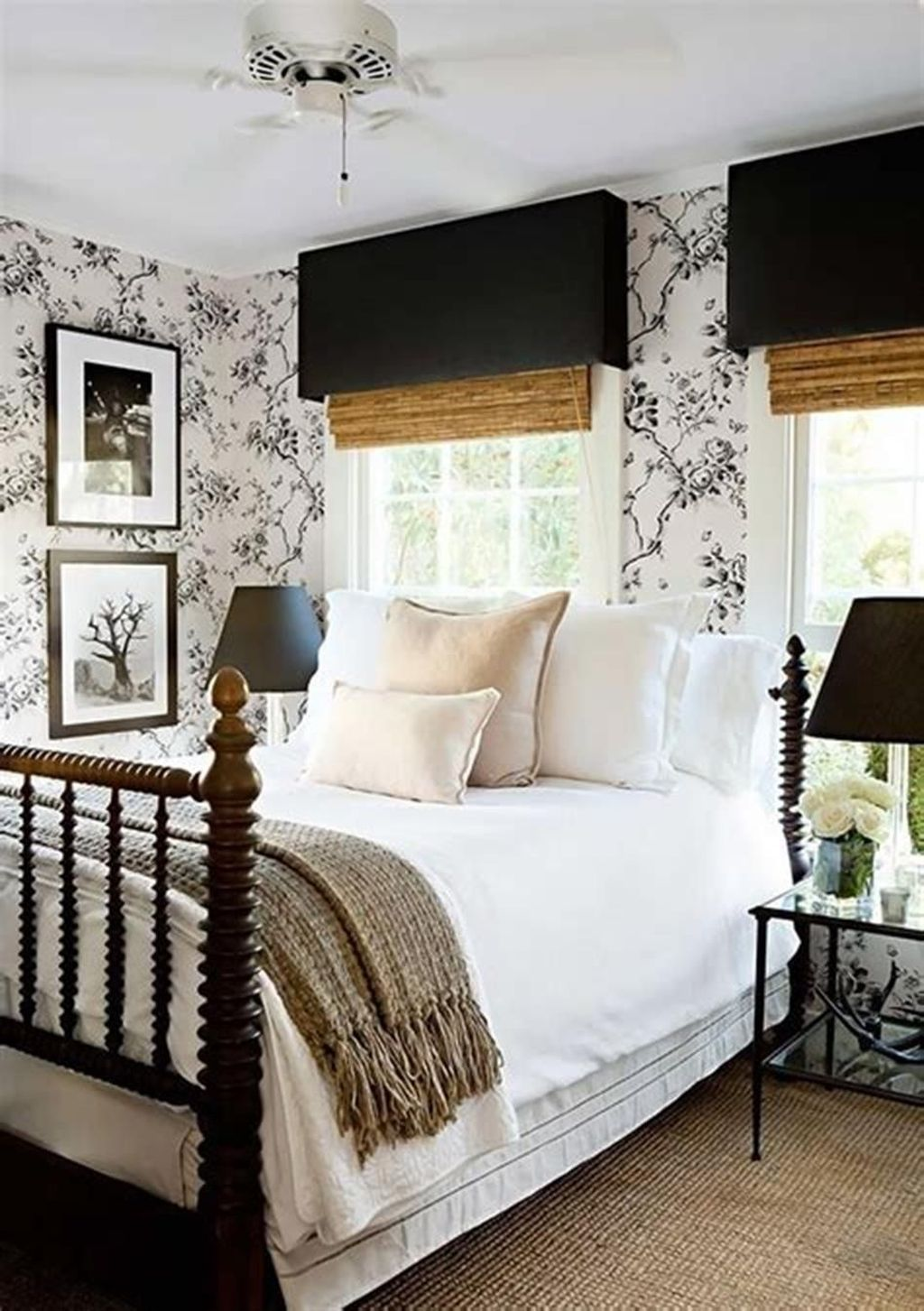 The Best Small Master Bedroom Design Ideas WIth Farmhouse Style 19