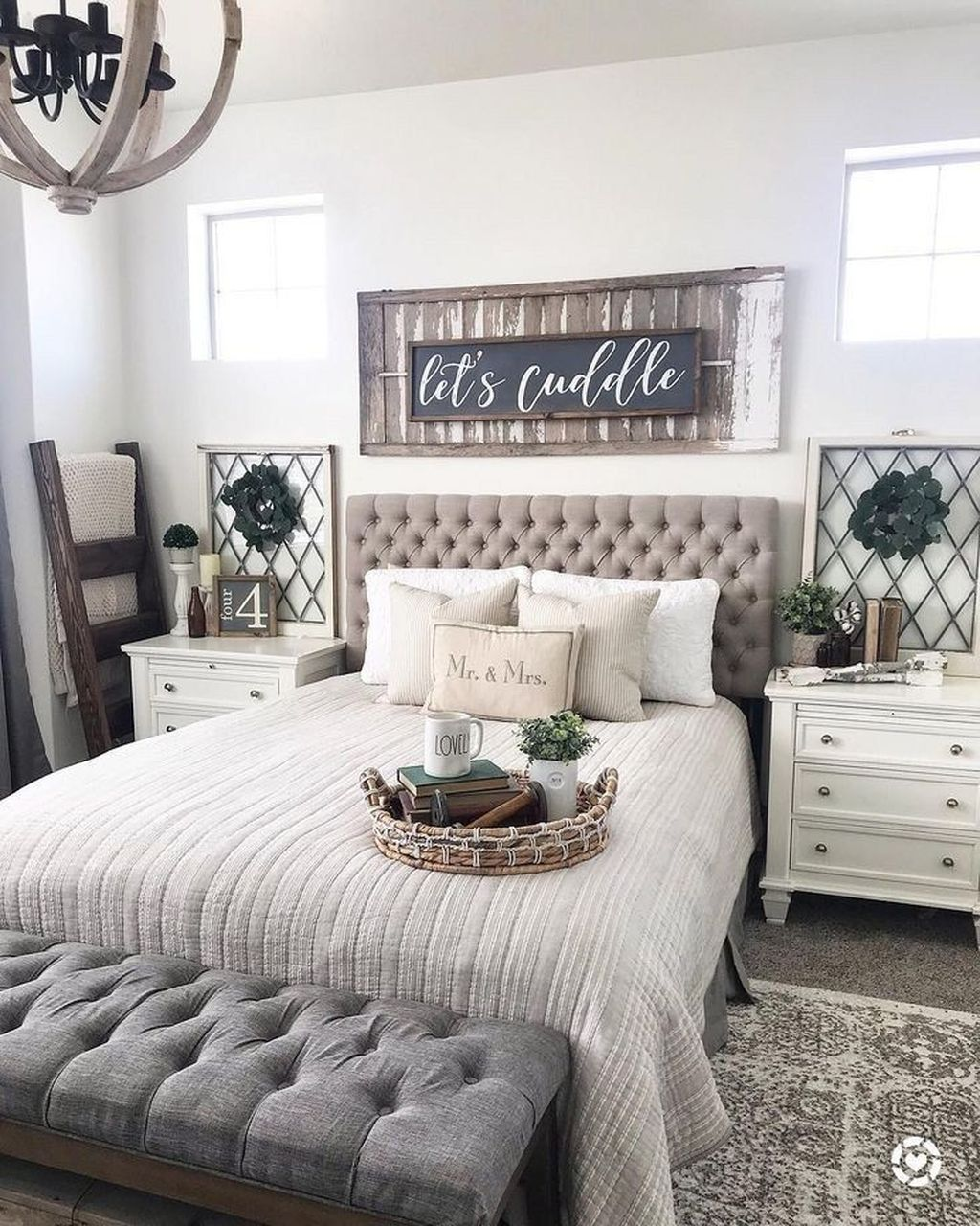 The Best Small Master Bedroom Design Ideas WIth Farmhouse Style 24
