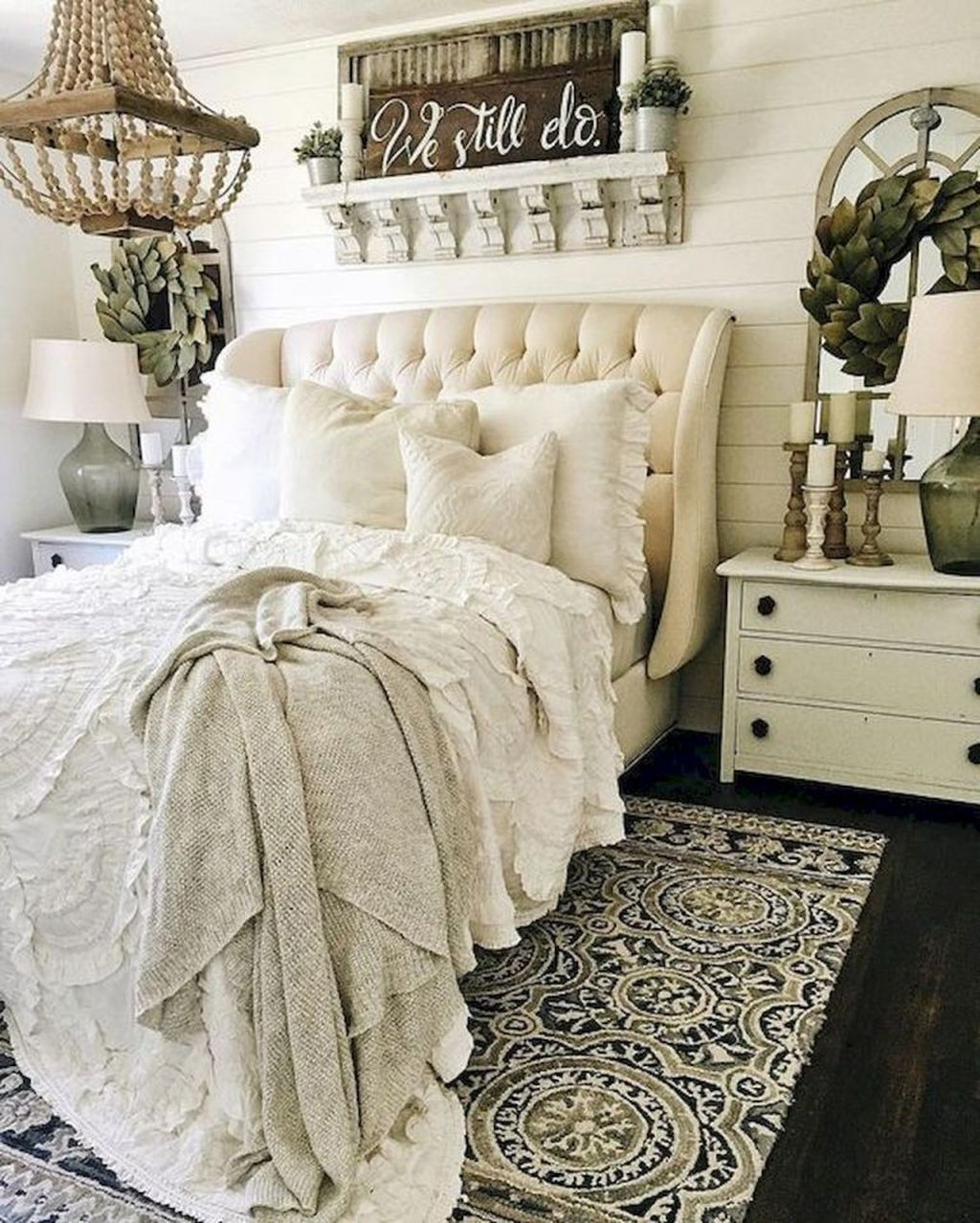 The Best Small Master Bedroom Design Ideas WIth Farmhouse Style 25