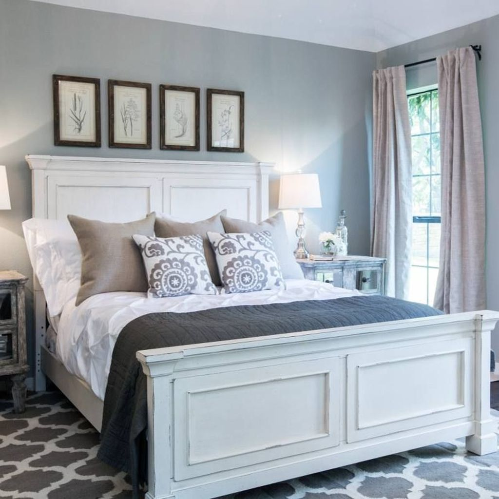 The Best Small Master Bedroom Design Ideas WIth Farmhouse Style 28