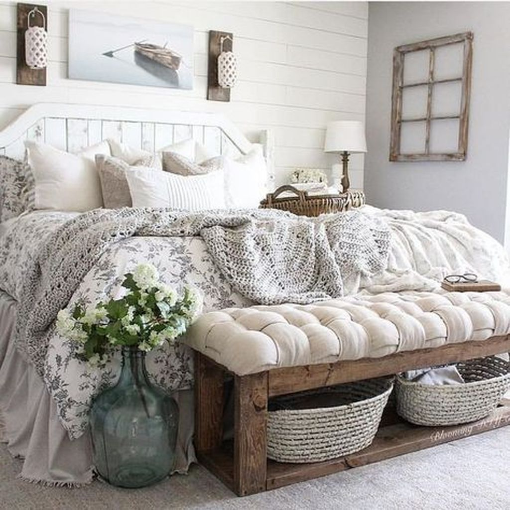 The Best Small Master Bedroom Design Ideas WIth Farmhouse Style 29