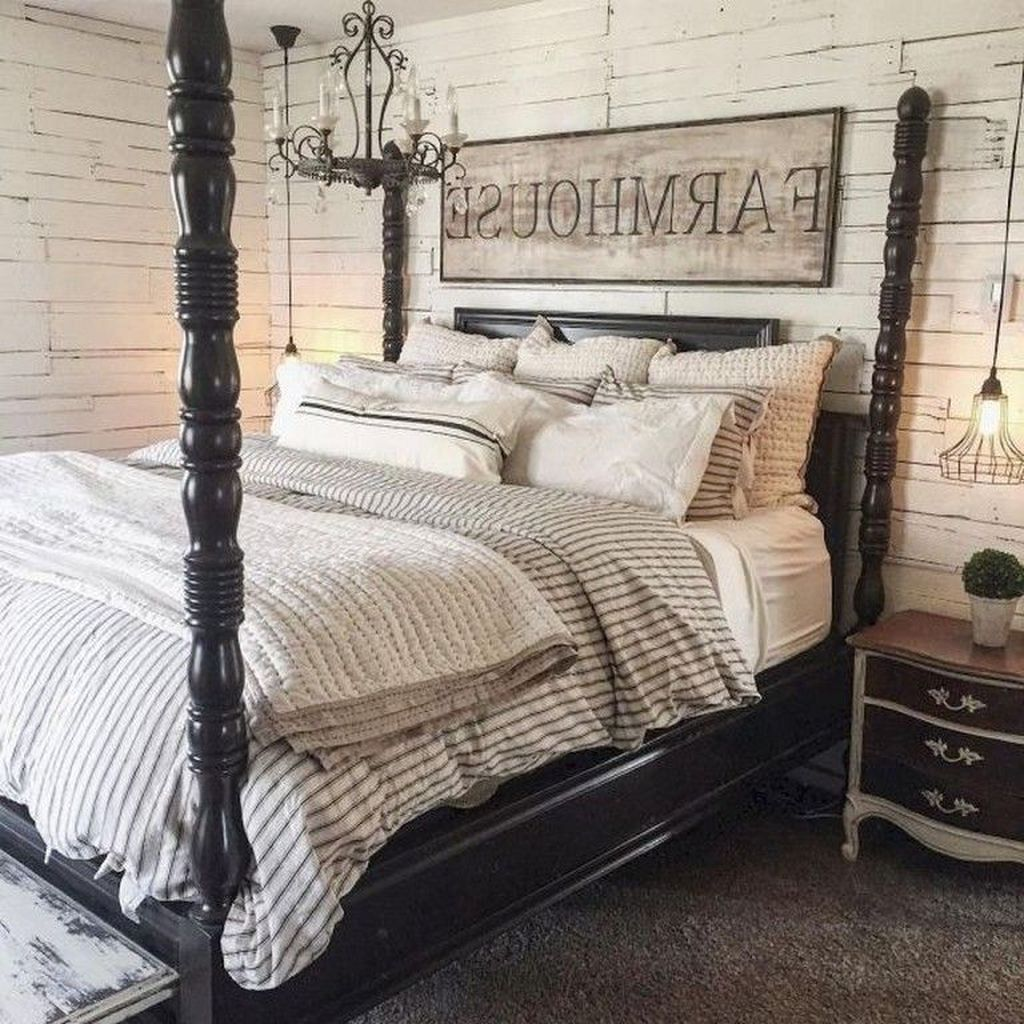The Best Small Master Bedroom Design Ideas WIth Farmhouse Style 34