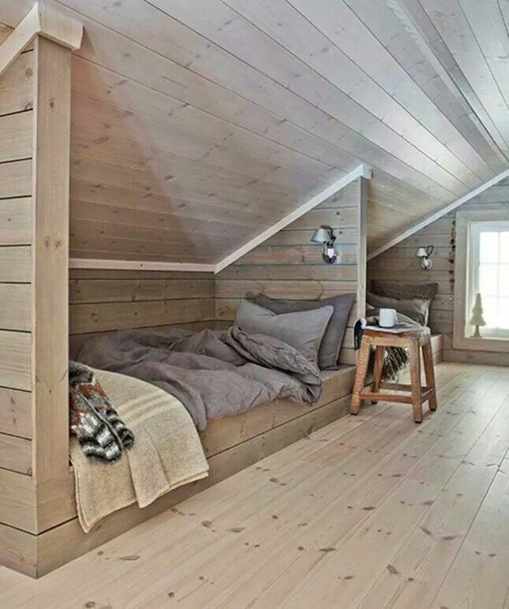 Amazing Attic Bedroom Design Ideas That You Will Like 09