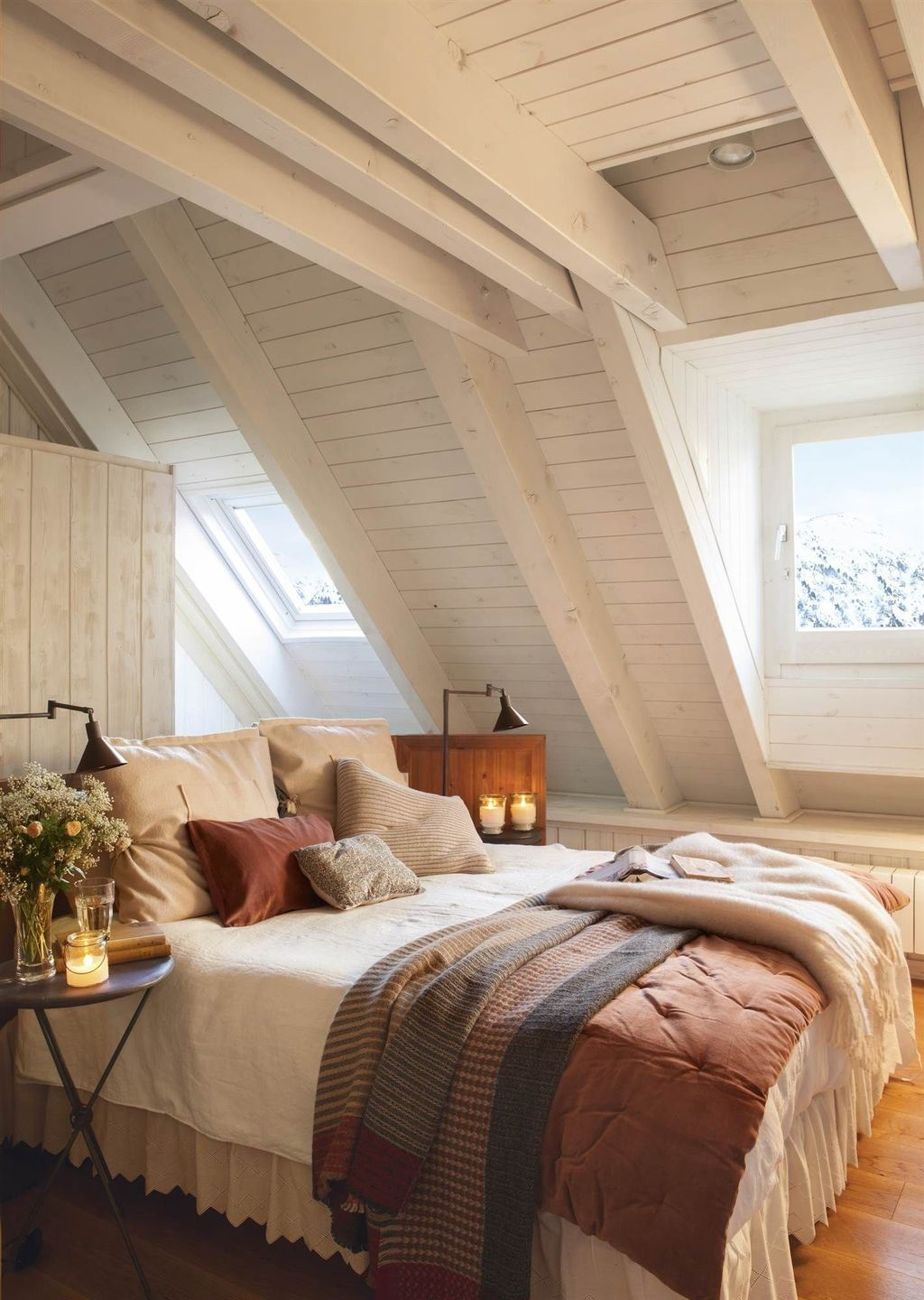 Amazing Attic Bedroom Design Ideas That You Will Like 11
