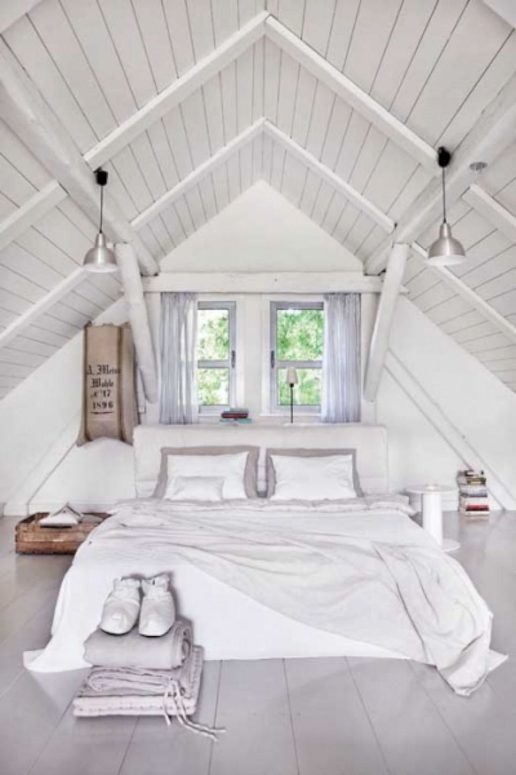 Amazing Attic Bedroom Design Ideas That You Will Like 17