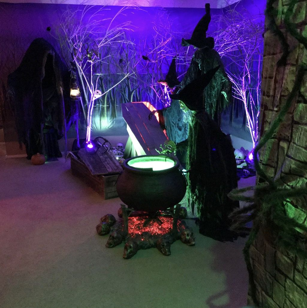 Awesome Halloween Backyard Party Decorations Ideas 08
