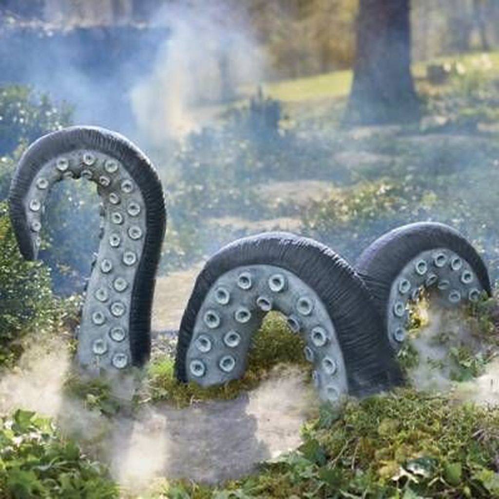 Awesome Halloween Backyard Party Decorations Ideas 27