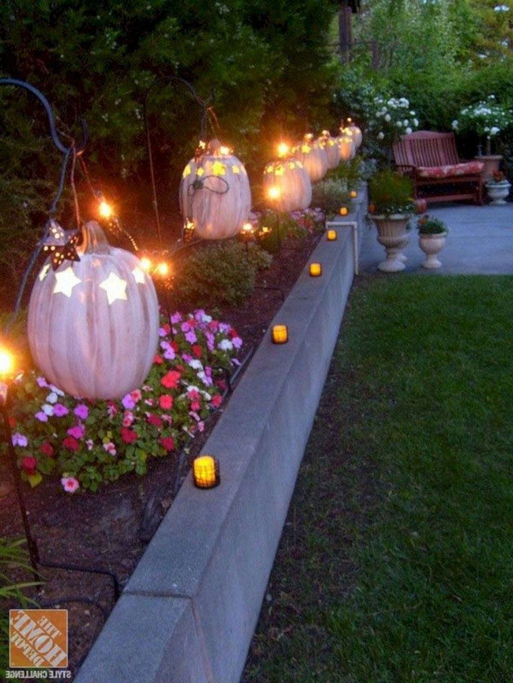 Awesome Halloween Backyard Party Decorations Ideas 31