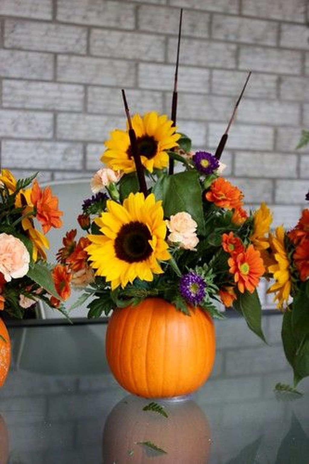 Beautiful Fall Flower Arrangement Design Ideas For Living Room Decor 30