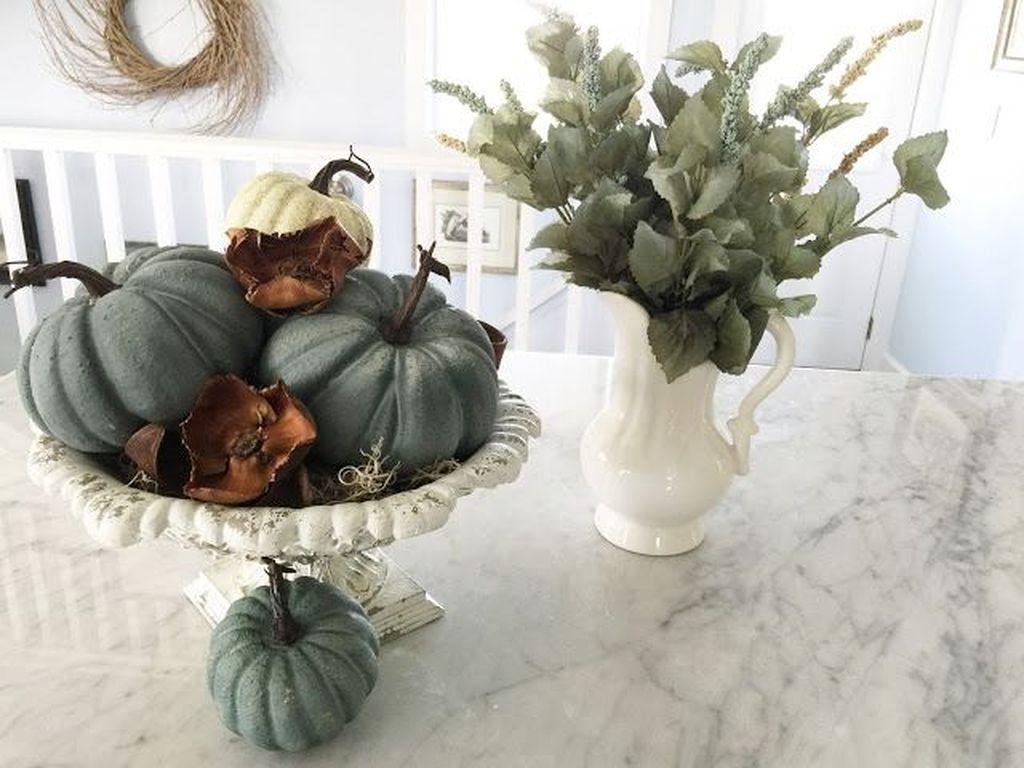 Beautiful Fall Theme Kitchen Island Decor Ideas 16