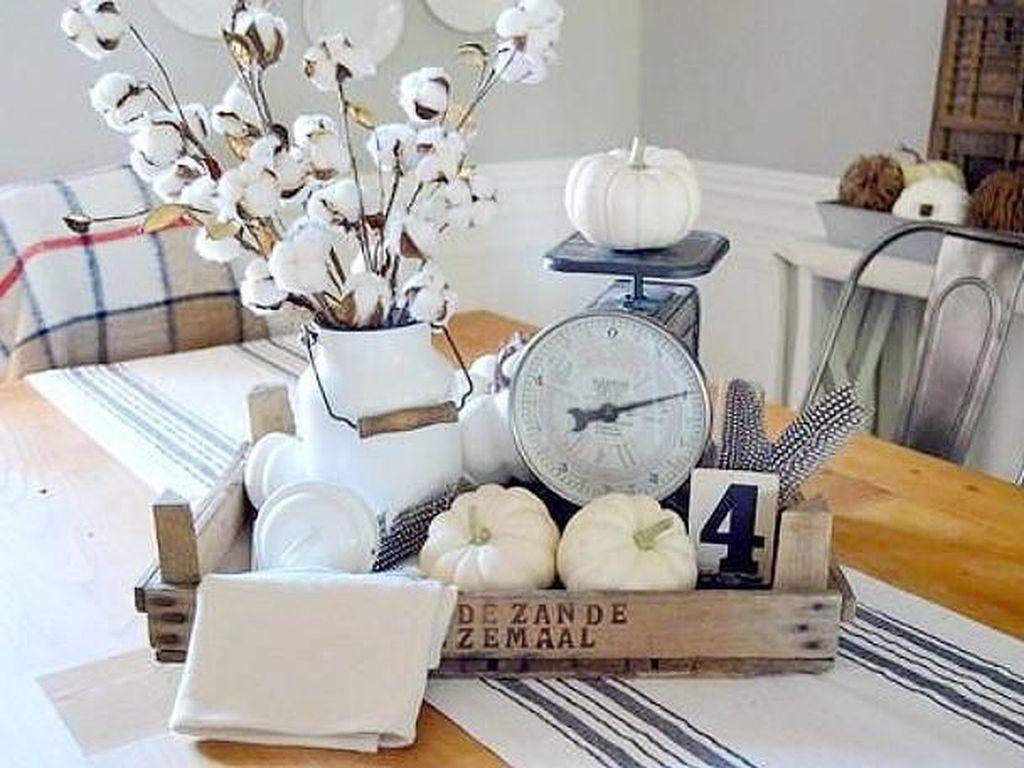 Beautiful Fall Theme Kitchen Island Decor Ideas 17