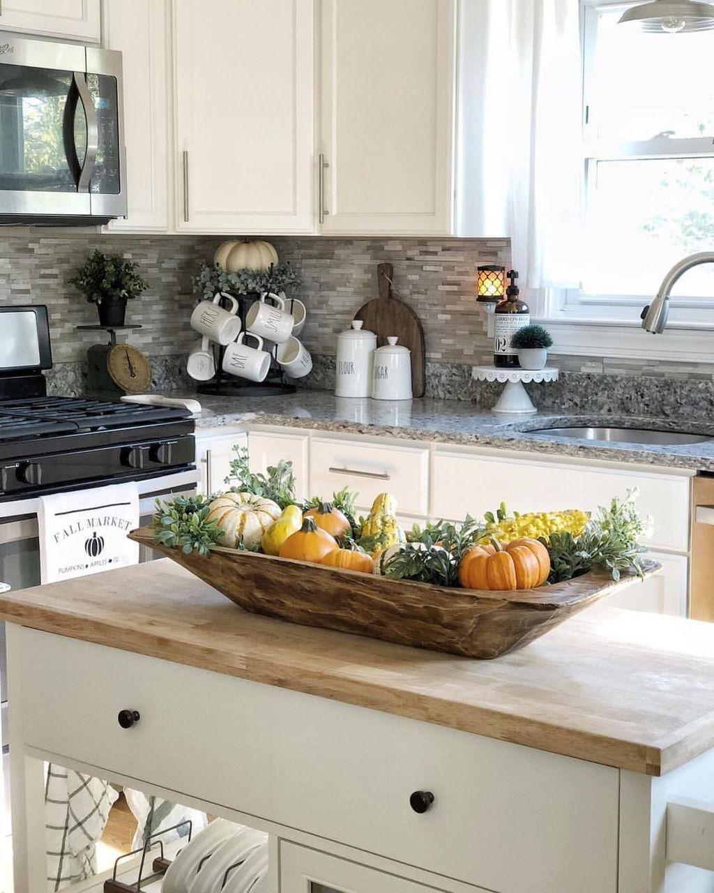 Beautiful Fall Theme Kitchen Island Decor Ideas 34