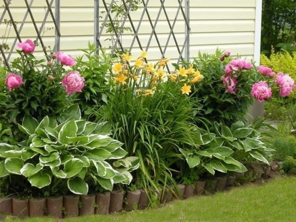 Beautiful Flower Beds Design Ideas In Front Of House 11