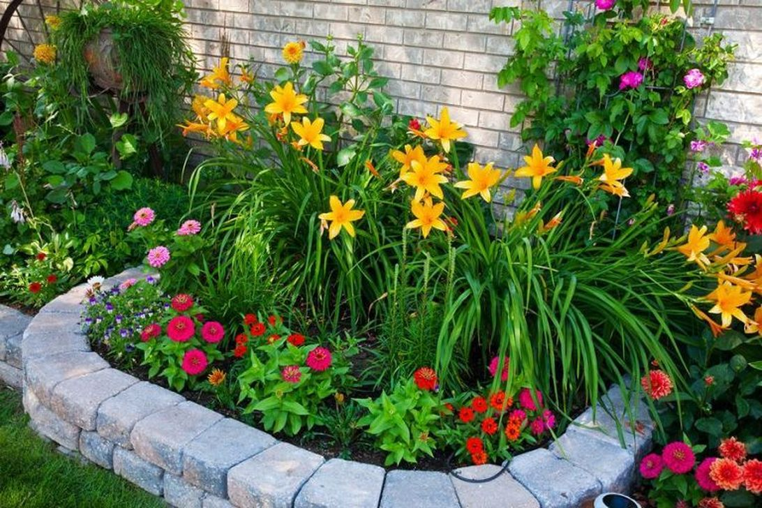 Beautiful Flower Beds Design Ideas In Front Of House 13