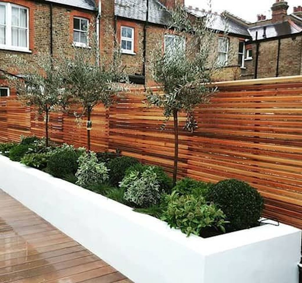 Beautiful Flower Beds Design Ideas In Front Of House 26