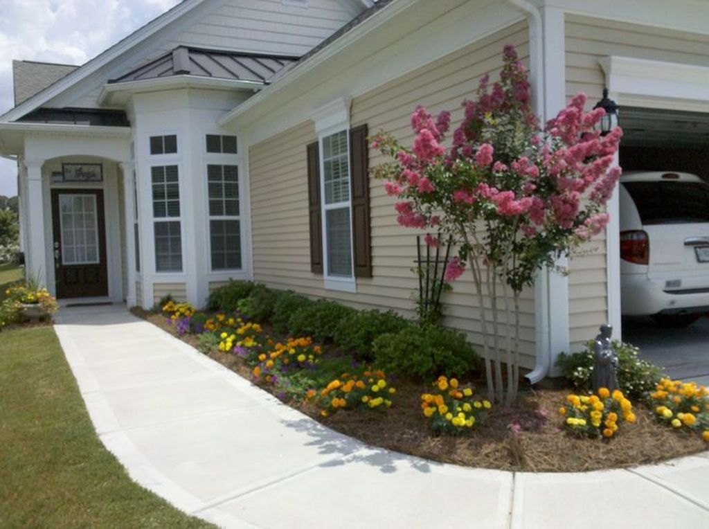 Beautiful Flower Beds Design Ideas In Front Of House 27