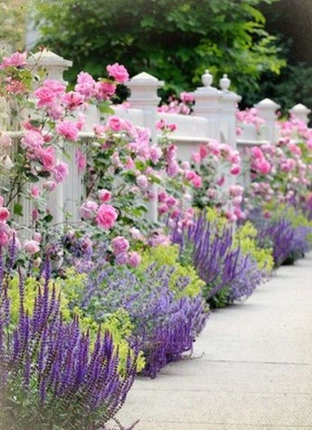 Beautiful Flower Beds Design Ideas In Front Of House 28