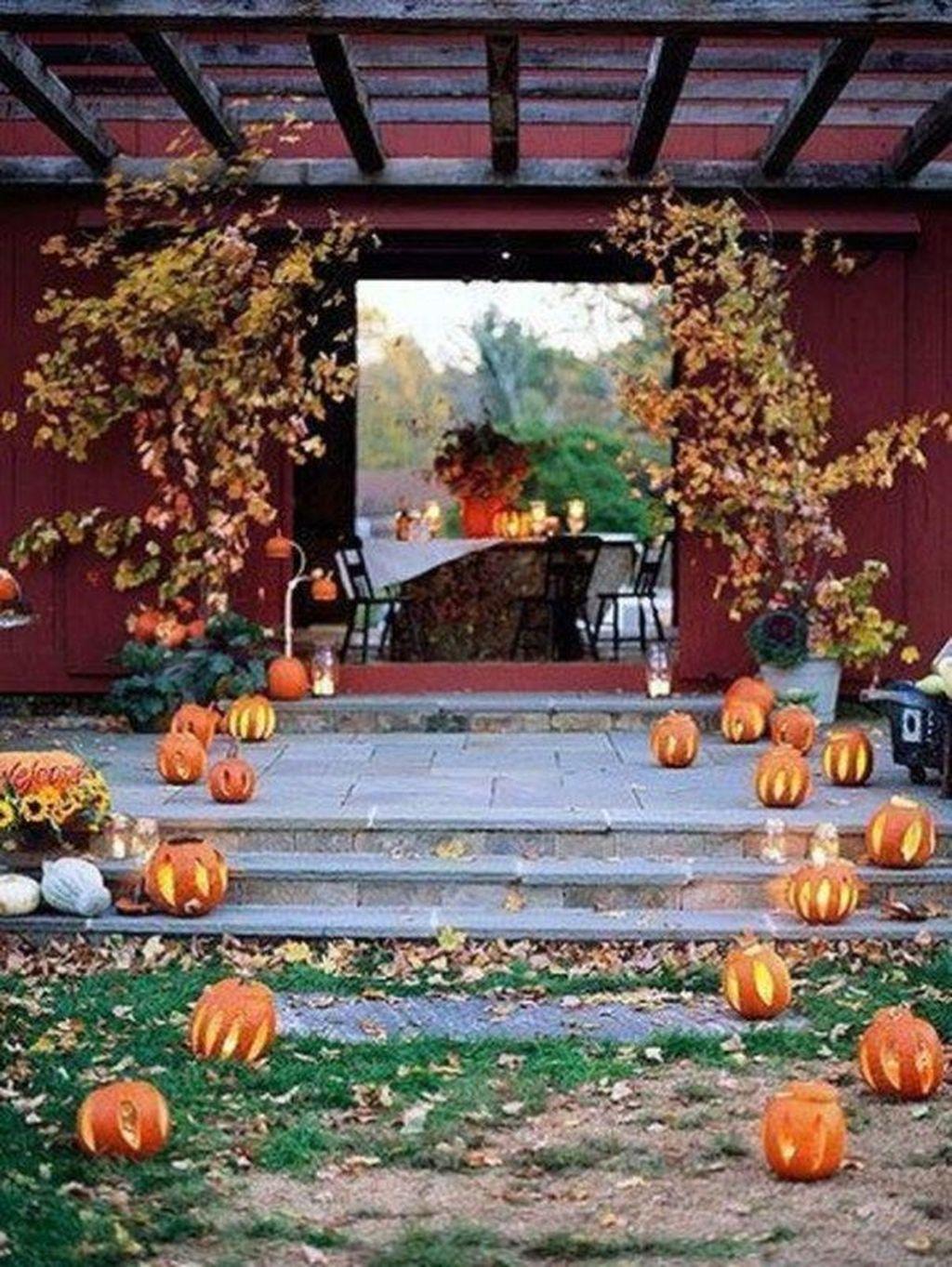 Fabulous Fall Backyard Party Decorations Ideas 08