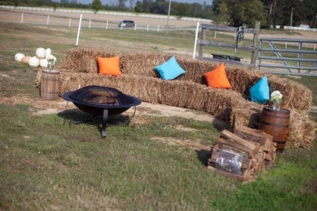 Fabulous Fall Backyard Party Decorations Ideas 21