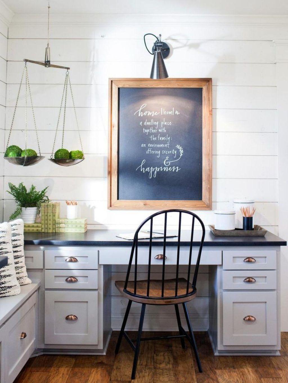 Gorgeous Vintage Farmhouse Office Decorating Ideas 11