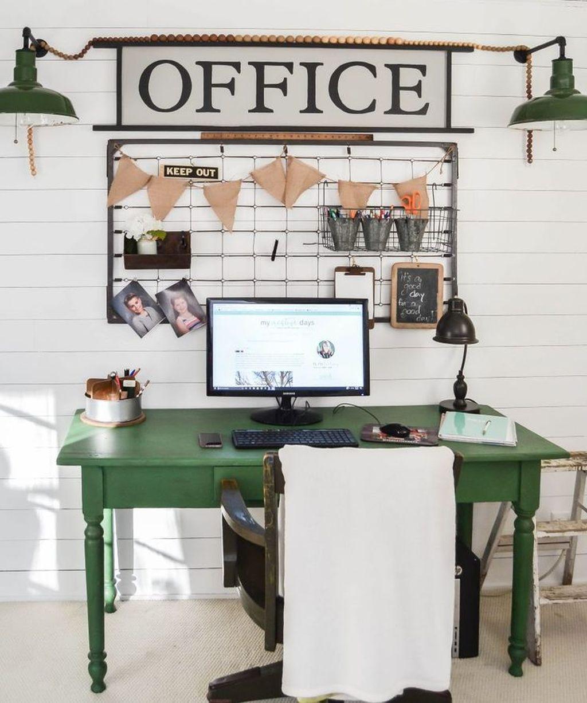 Gorgeous Vintage Farmhouse Office Decorating Ideas 21