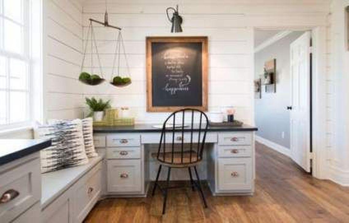 Gorgeous Vintage Farmhouse Office Decorating Ideas 22