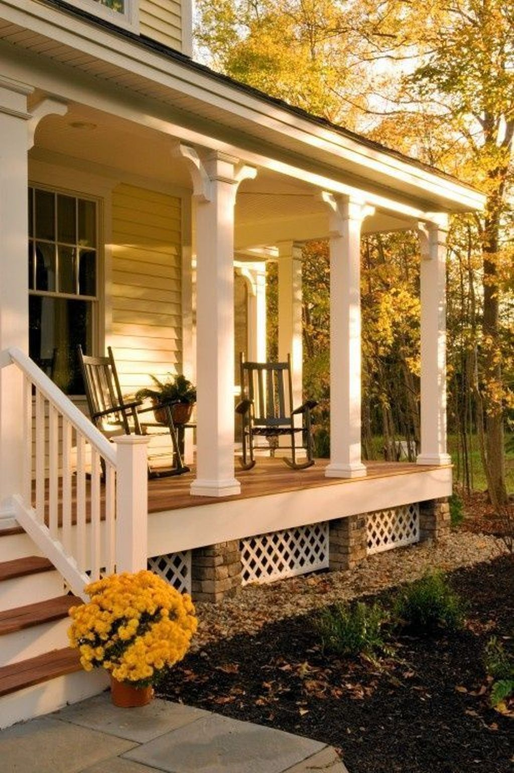 Inspiring Farmhouse Front Porch Decor Ideas 07