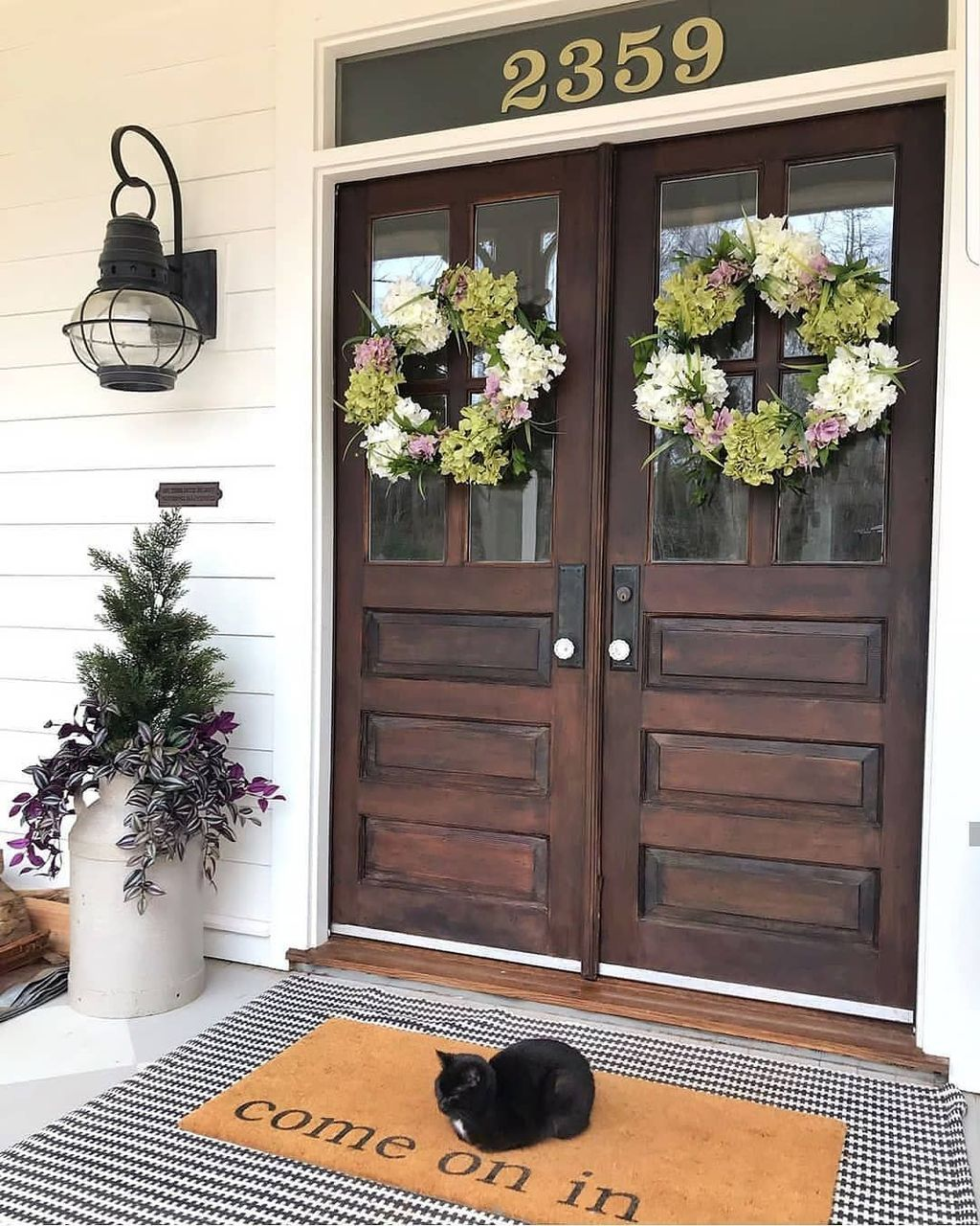 Inspiring Farmhouse Front Porch Decor Ideas 09
