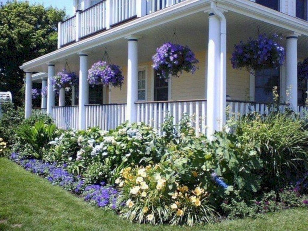 Inspiring Farmhouse Front Porch Decor Ideas 31