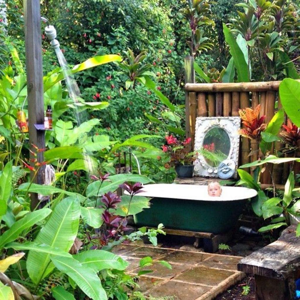 Inspiring Jungle Bathroom Decor Ideas 11