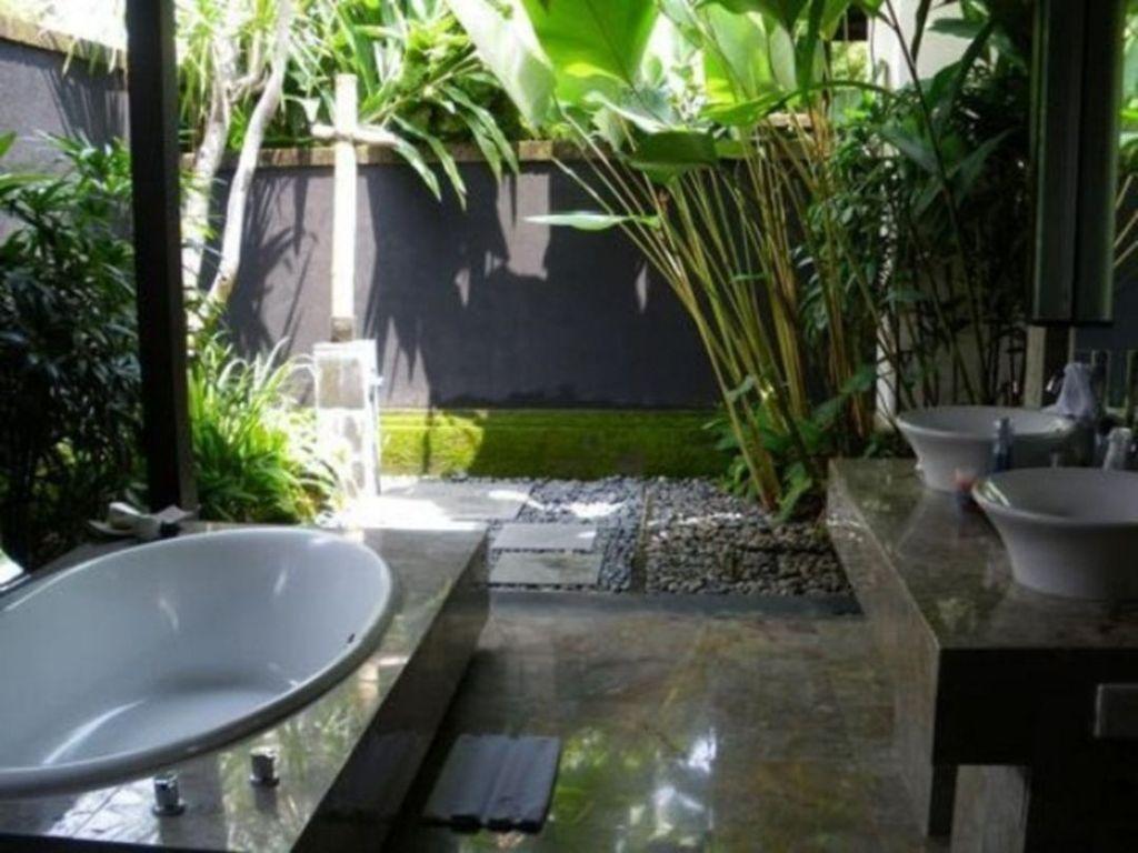 Inspiring Jungle Bathroom Decor Ideas 22
