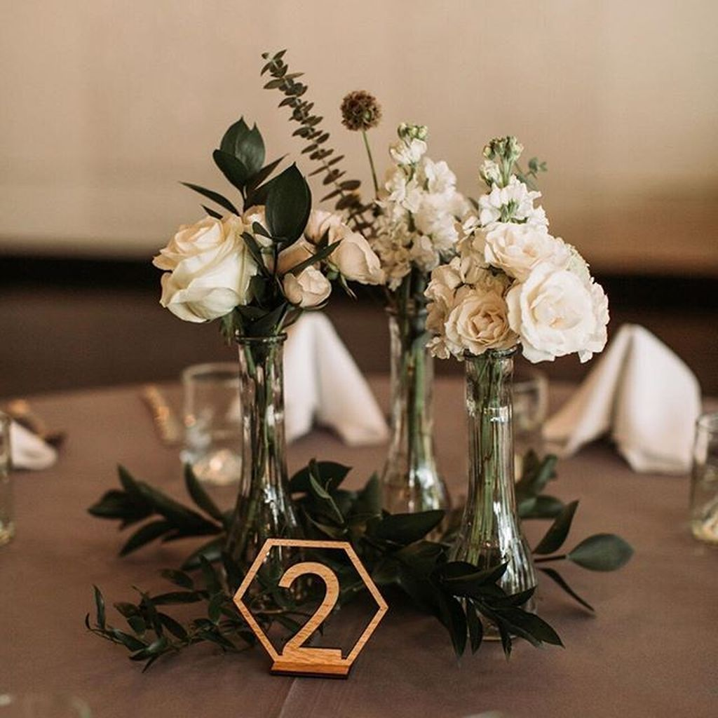 Lovely Bud Vase Centerpiece Decor Ideas For Your Dining Table 04