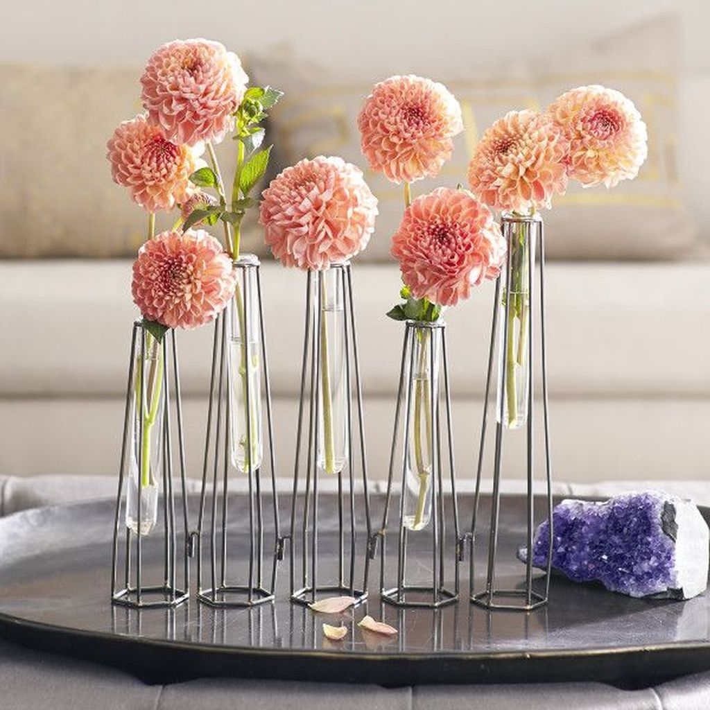 Lovely Bud Vase Centerpiece Decor Ideas For Your Dining Table 05